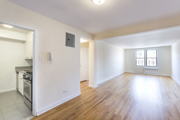 Apartment in Forest Hills - Road   Queens, NY 11375