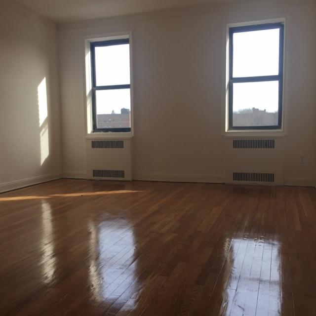 Apartment in Rego Park - 66th Avenue  Queens, NY 11374