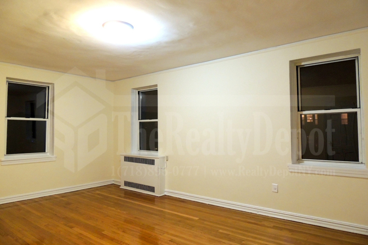 Apartment in Richmond Hill - 113th Street  Queens, NY 11418