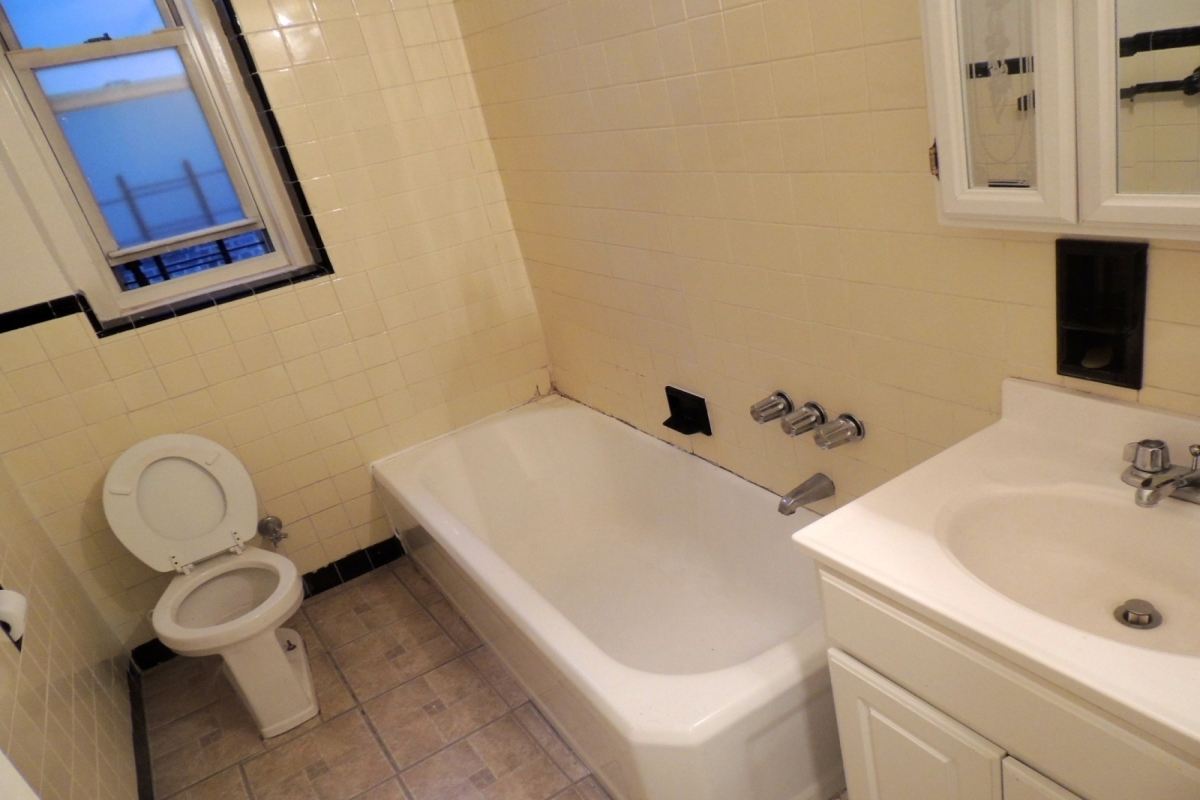 Apartment in Kew Gardens - 118th Street  Queens, NY 11415