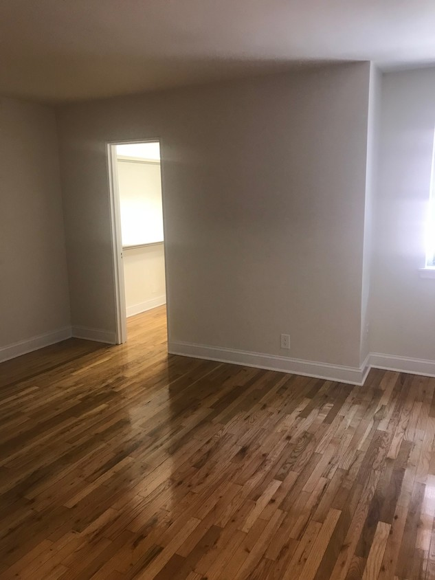 Apartment in Jackson Heights - 35th Avenue  Queens, NY 11372
