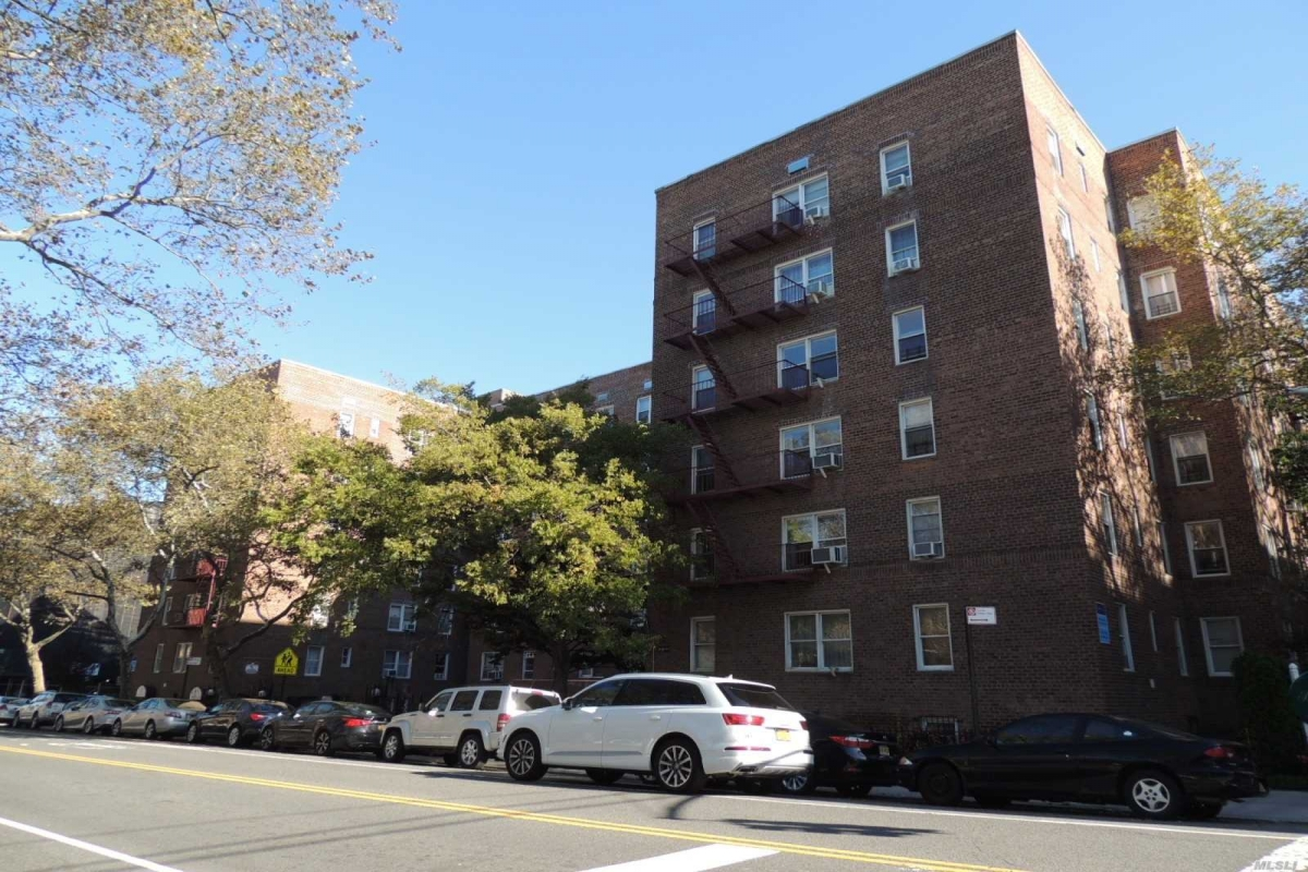 Yellowstone Blvd  Queens, NY 11375, MLS-RD3208-20