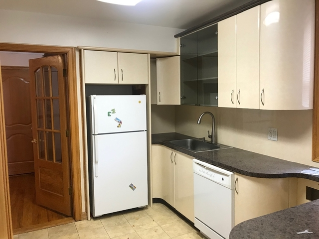 Apartment in Forest Hills - 67th Avenue  Queens, NY 11375