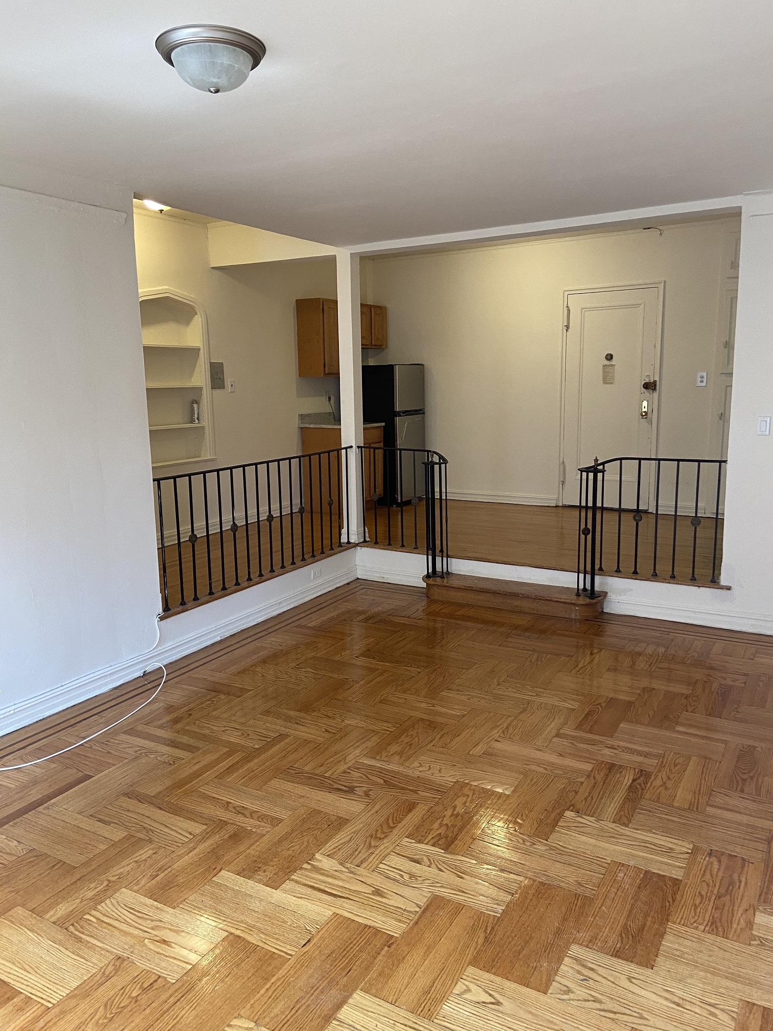 Apartment Elmhurst Avenue  Queens, NY 11373, MLS-RD3817-5