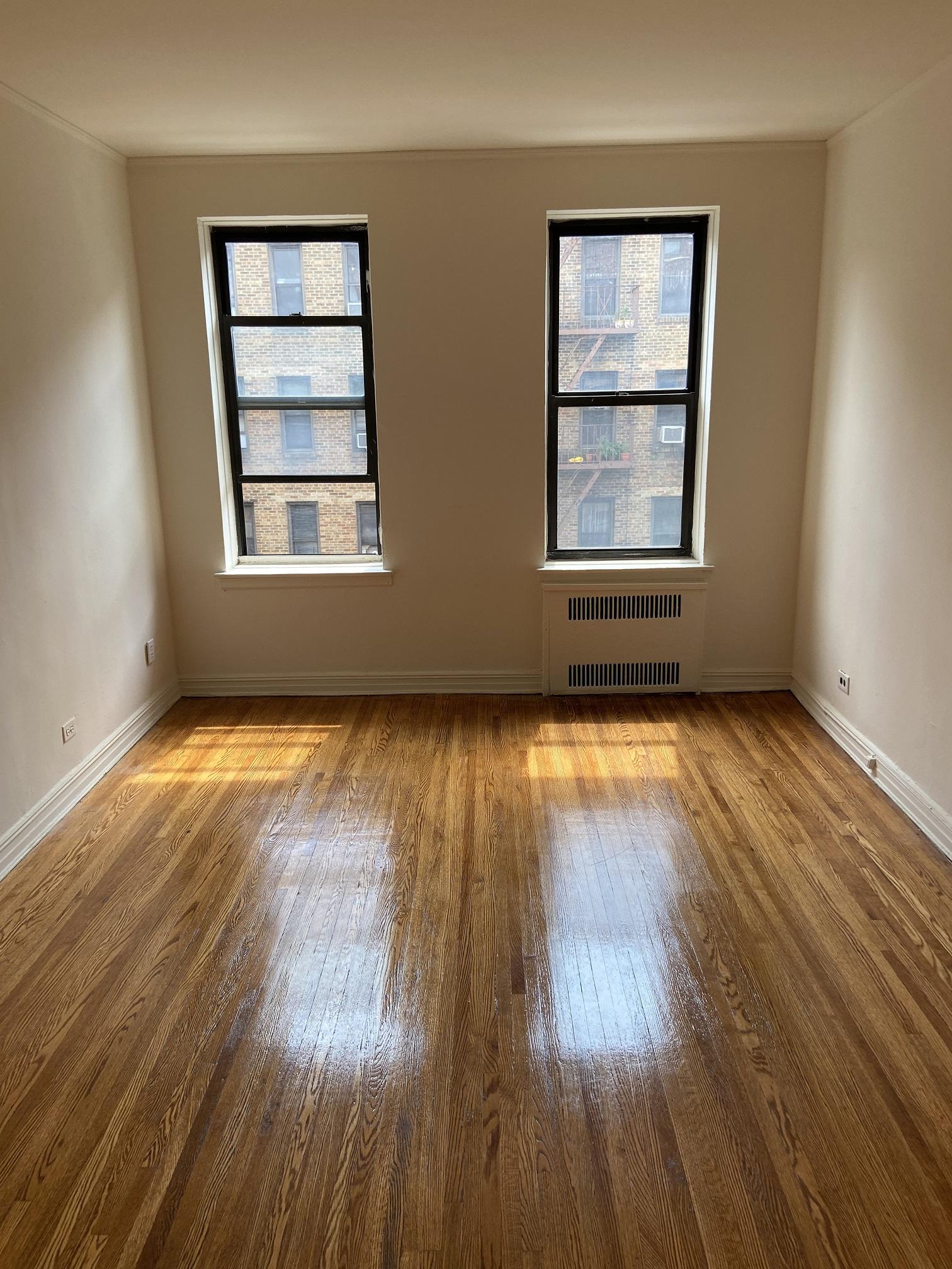 Apartment Elmhurst Avenue  Queens, NY 11373, MLS-RD3817-7
