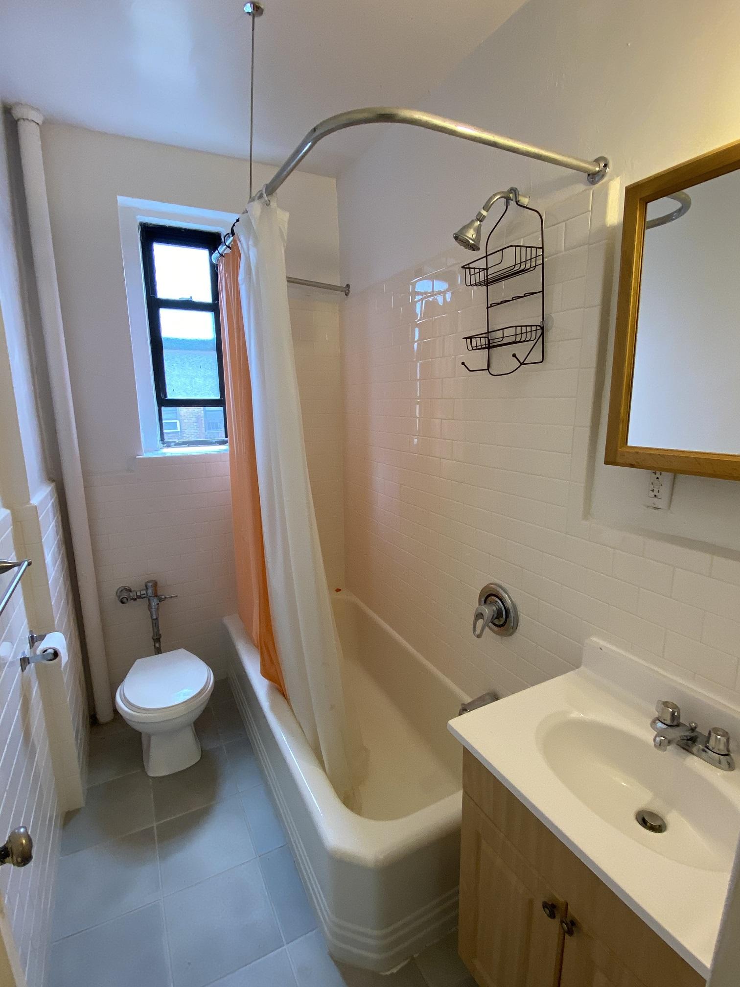 Apartment Elmhurst Avenue  Queens, NY 11373, MLS-RD3817-8