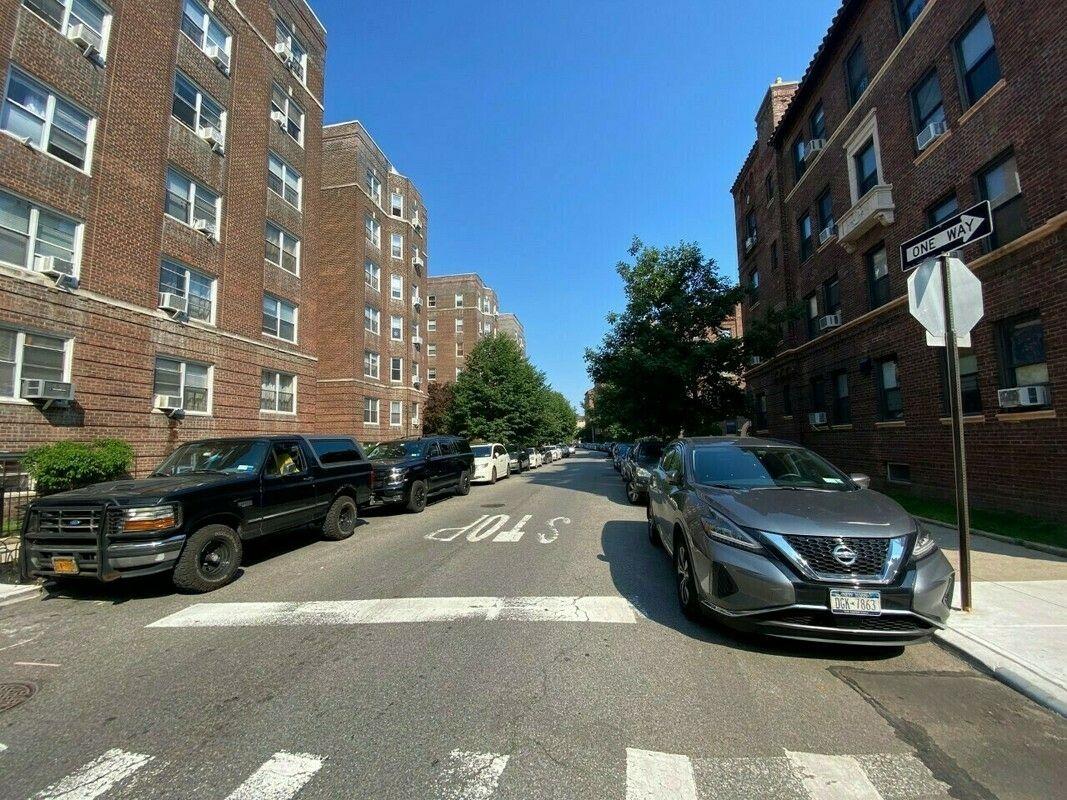 Coop Saunders Street  Queens, NY 11374, MLS-RD4172-3