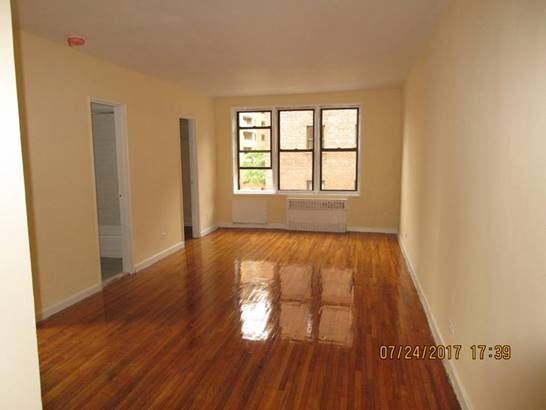 Sanford Ave  Queens, NY 11355, MLS-RD888-2