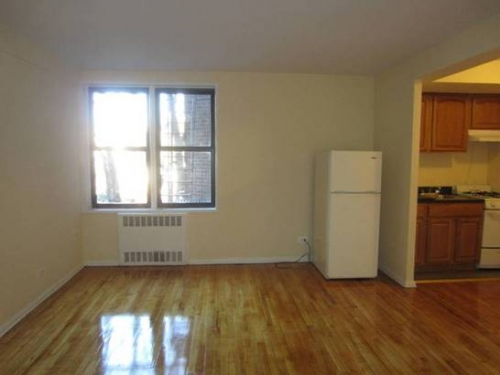 Apartment in Flushing - 35th Avenue  Queens, NY 11372