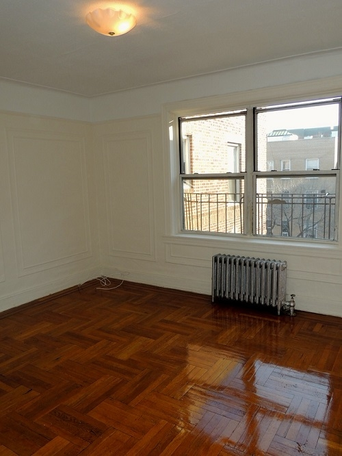 Apartment in Flushing - 32nd Avenue  Queens, NY 11358
