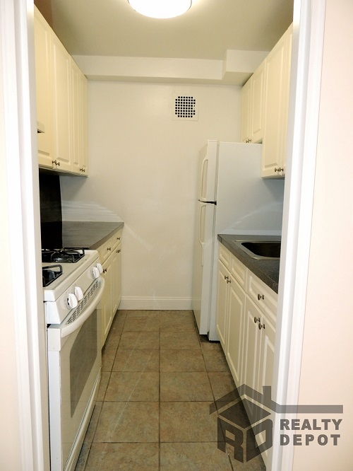Apartment Ava Place  Queens, NY 11432, MLS-RD1366-3
