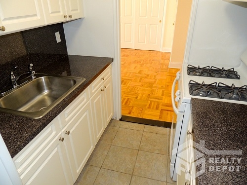 Apartment Ava Place  Queens, NY 11432, MLS-RD1366-4