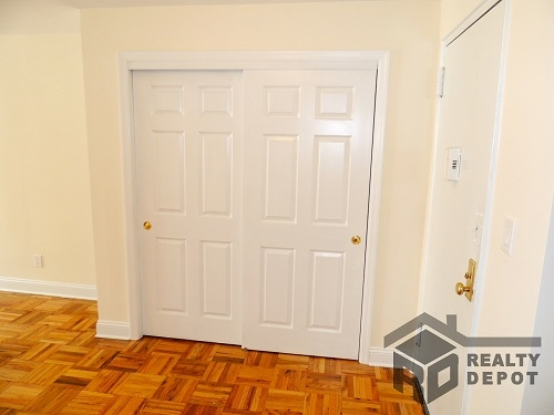 Apartment Ava Place  Queens, NY 11432, MLS-RD1366-5