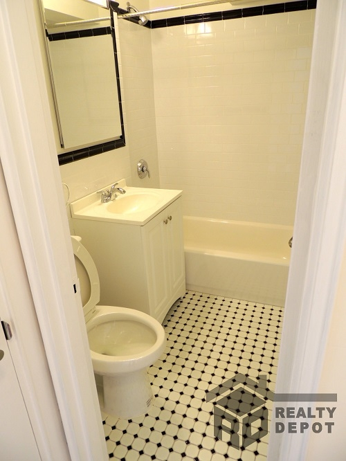 Apartment Ava Place  Queens, NY 11432, MLS-RD1366-6