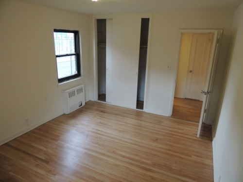 73 Ave  Queens, NY 11365, MLS-RD982-2