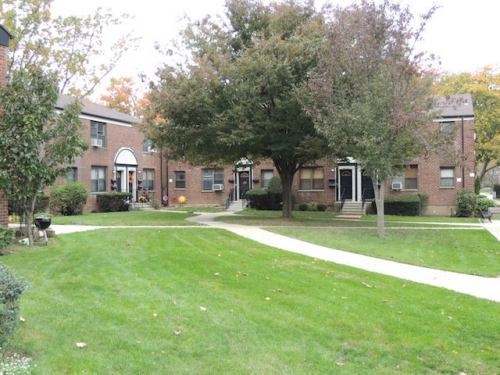 73 Ave  Queens, NY 11365, MLS-RD982-9