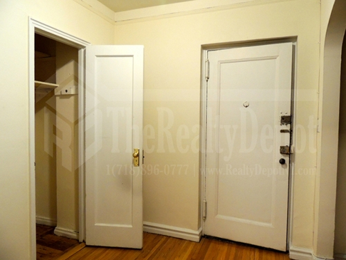 Apartment in Sunnyside - 39th Place  Queens, NY 11104